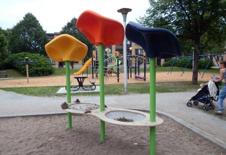Parc Rougemont/Modules de jeu; Arr. Mercier-Hochelaga-Maisonneuve