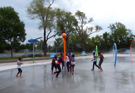 Parc Rougemont/Jeux d'eau; Arr. Mercier-Hochelaga-Maisonneuve